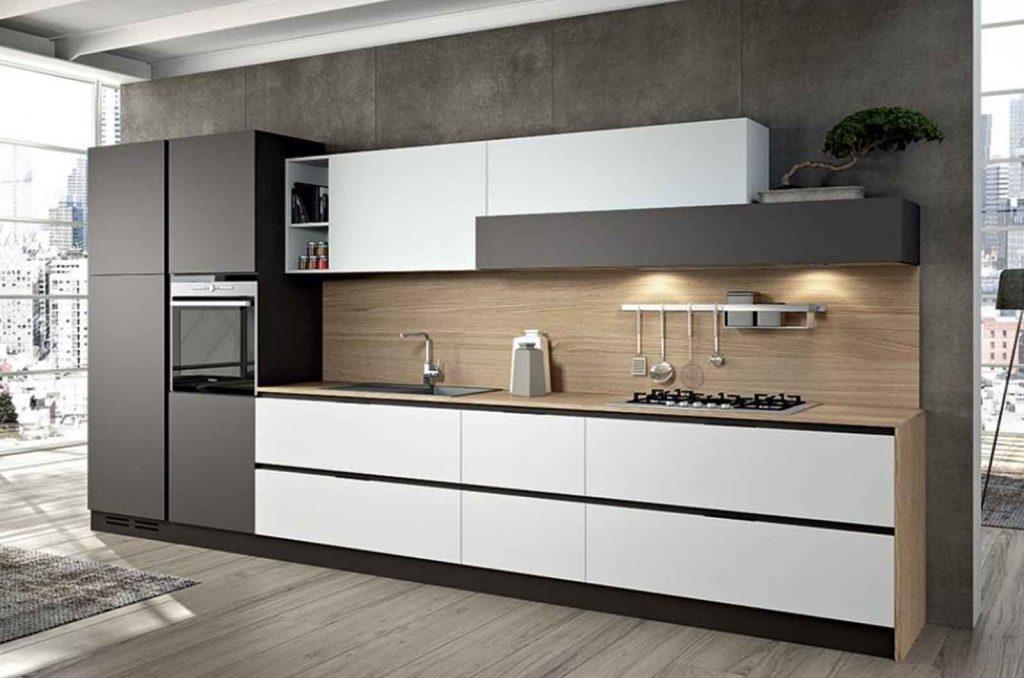 Линейная кухня без ручек с крашеным МДФ №41