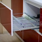 Прямая кухня пластик и стекло лакобель
