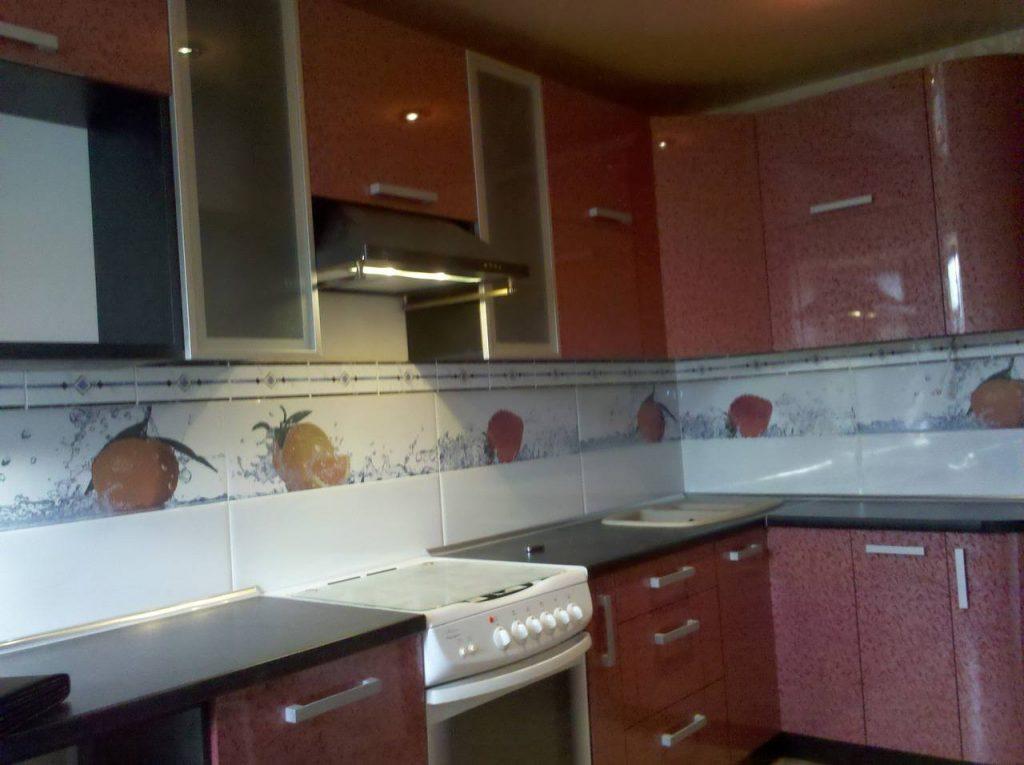 Угловая кухня №20 модерн малиновая
